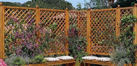 staccionate per giardino recinzioni in legno per giardino molto originali