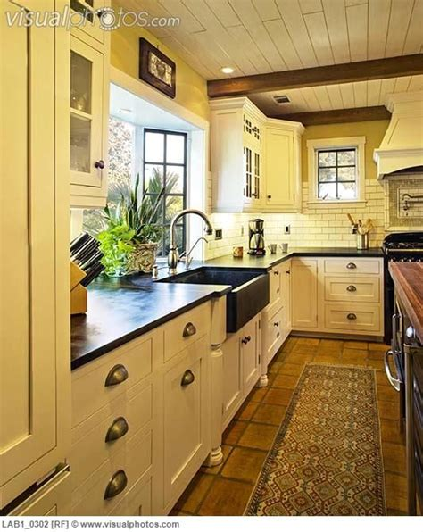 spanish style kitchen design 25 best ideas about spanish style kitchens on pinterest