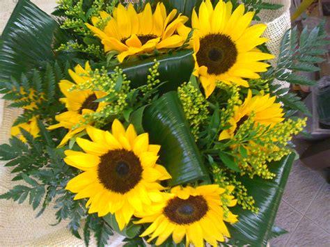fiori di girasole bouquet di fiori con girasoli un elenco di varie composizioni