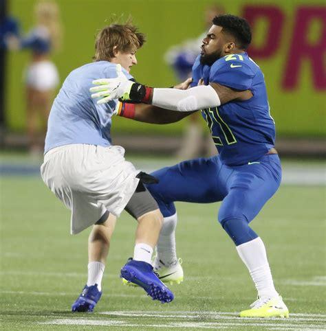 Ezekiel Elliott Criminal Record Cowboys Ezekiel Elliott Tackles Races Fan During Pro Bowl Sfgate