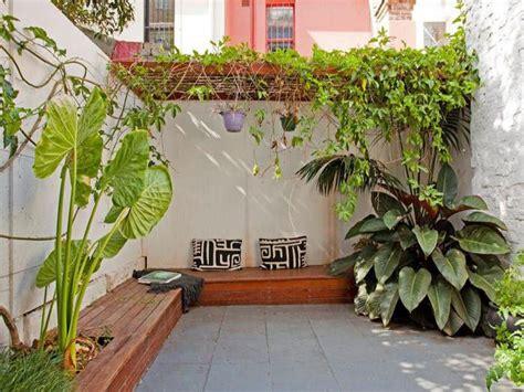 imagenes de jardines y patios 17 mejores ideas sobre dise 241 o de patio trasero peque 241 o en