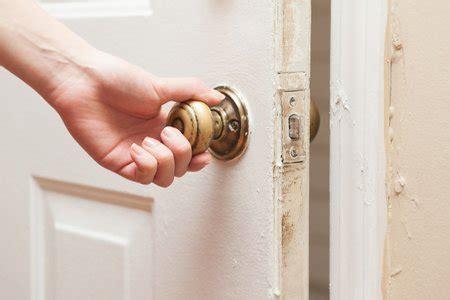 bedroom door won t open fixing a door that won t latch doityourself com