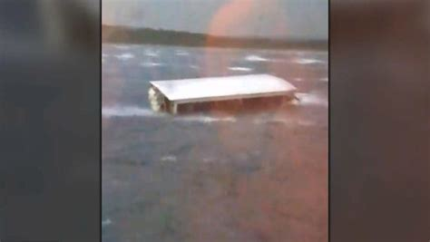 tourist duck boat sinks duck boat branson tour boat capsized and sank in accident