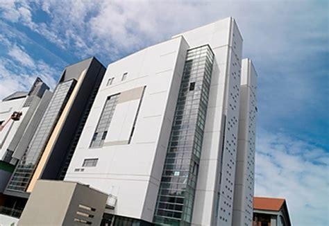 polished concrete facade, Ecole d'architecture by Decomo
