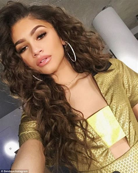 hairstyles for 13 year olds with weave zendaya shows off her new wavy weave as she steps out in