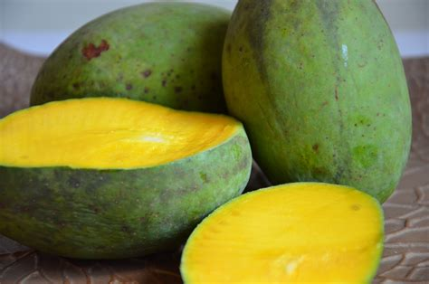 Mango Kuini 10 types of fruits for during pregnancy