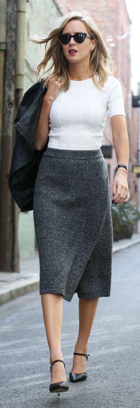 Daniel Wellington Paket Black White Brown knit pencil skirt white crop top leather jacket black