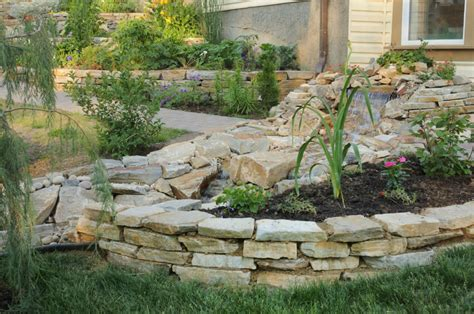small backyard retaining wall 27 backyard retaining wall ideas and terraced gardens
