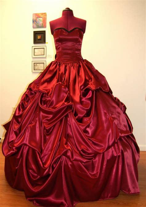 trendy rote kleider fuer einen unvergesslichen