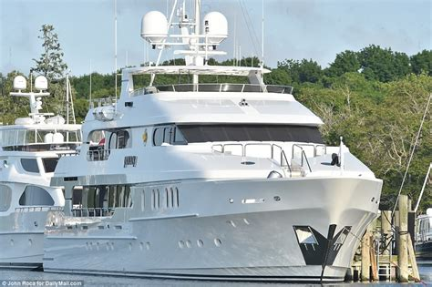 tiger woods boat tiger woods moors 20m yacht privacy in marina ahead of