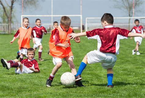 imagenes infantiles niños jugando futbol videos ni 241 os jugando futbol imagui