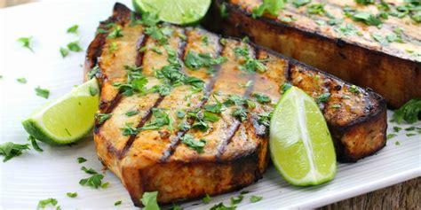 cucinare pesce spada congelato pesce spada alla griglia con asparagi lessati