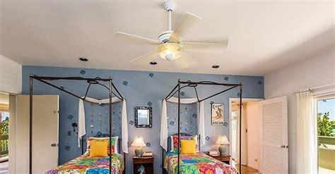 sasha obama bedroom we bet sasha and malia hung out in this colorful bedroom obama s 10 5 million