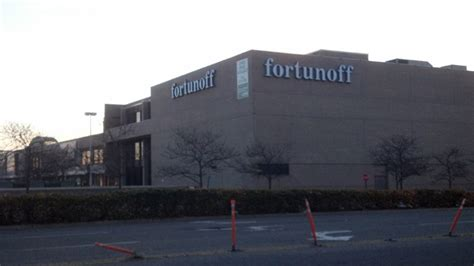 fortunoff backyard store westbury ny meeting set on proposed gaming parlor at former fortunoff