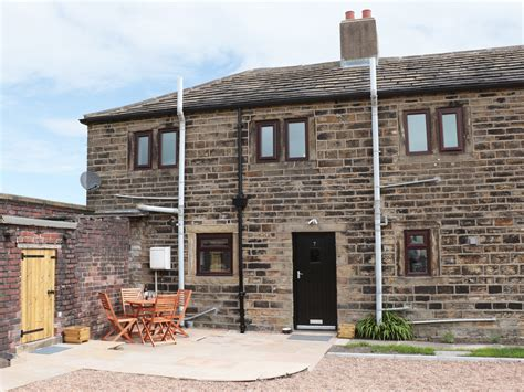 Cottages Huddersfield by Cozy Cottage Friendly Cottage In Huddersfield