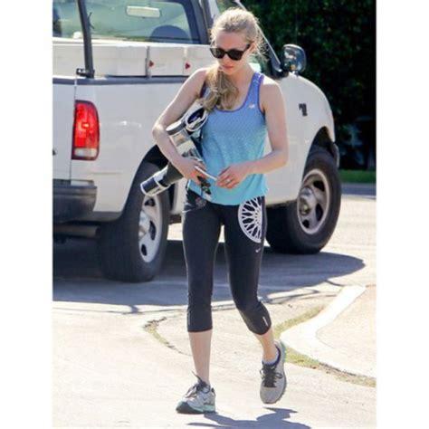 amanda seyfried yoga leggings amanda seyfried celebrity style celebrity