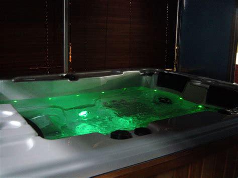foto di vasche idromassaggio foto vasca idromassaggio con cromoterapia di acqua spa s