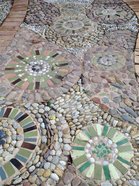 images  mosaic garden art  pinterest