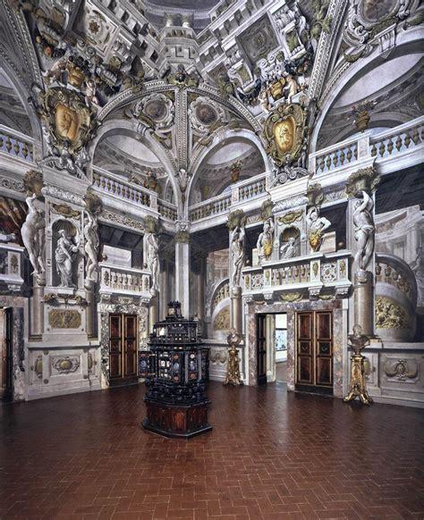 palazzo pitti interno colonna angelo michele