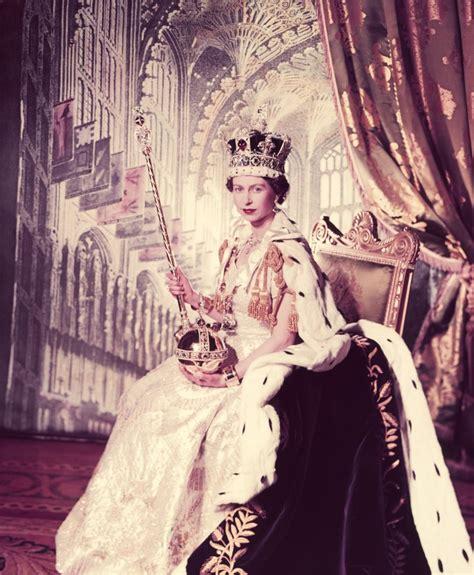Dres Elizabeth elizabeth coronation dress popsugar fashion
