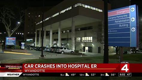 henry ford emergency room vehicle hits henry ford wyandotte hospital emergency room