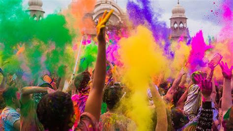 festival of colors india holi el festival color en la india lonely planet