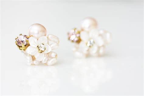 Anting Stud Pearl Flower 1 of pearl flower and rhinestone cluster stud