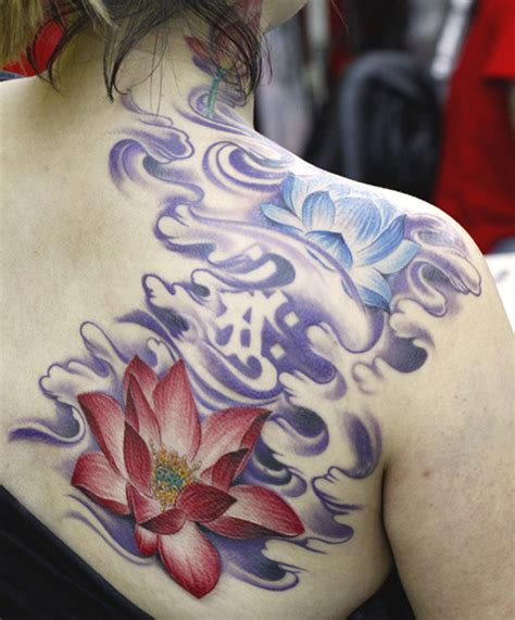 lotus flower tattoo images lotus flower on back shoulder tattooshunt