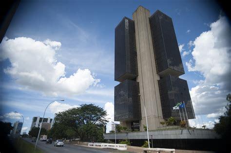 banco central de brasil banco central bloqueia r 2 milh 245 es de 46 investigados na