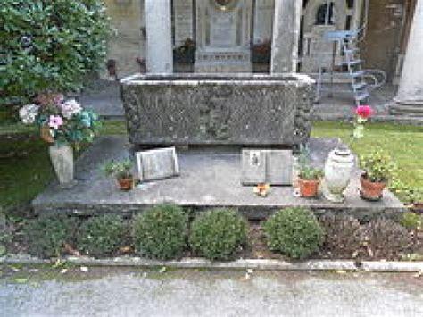 alessandro errico e fiori le tombe dei personaggi famosi funus it onoranze