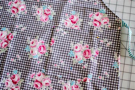 magic apron pattern 1 yard magic apron from lecien fabrics free pattern