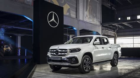 mercedes  class pickup debuts  hp  road chops