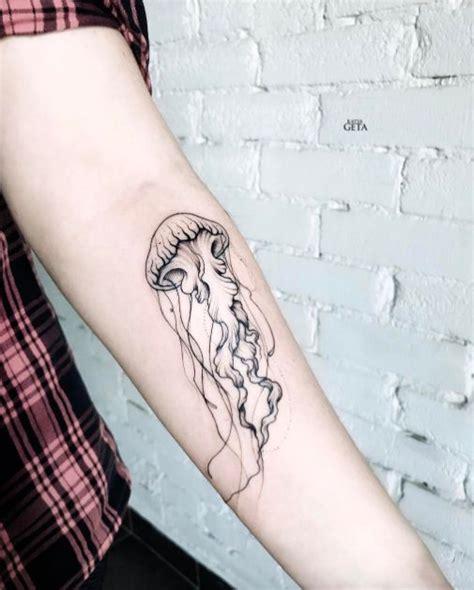 minimalist jellyfish tattoo 74 best images about tattoo on pinterest moth tattoo