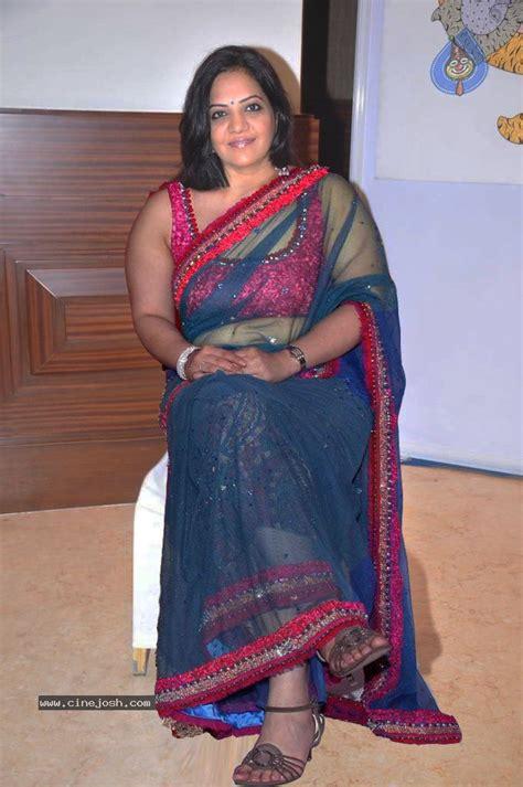 life with aunty rewrite petticoat saree remove pics hot bhabhi removing saree blouse