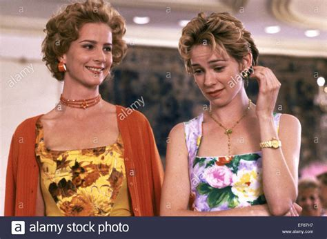 RACHEL GRIFFITHS & CARRIE PRESTON MY BEST FRIEND'S WEDDING