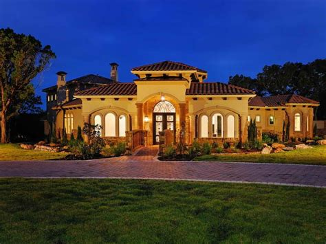 Spanish Villa Style Homes Tuscan Style Homes With The Fountain Pictures To Pin On
