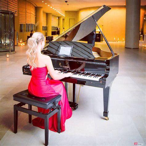 female pianist  dubai id