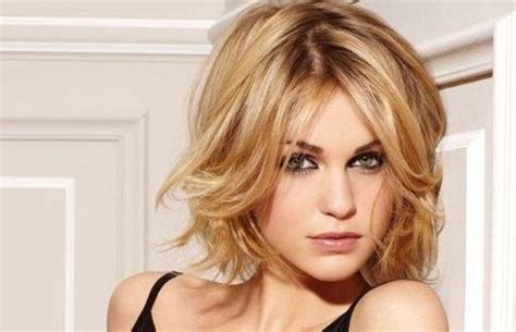 flattering hair styles for heavy jaw line 2018 latest short haircuts for square jawline
