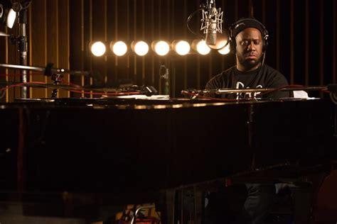 the modern mixed up of jazz pianist robert glasper