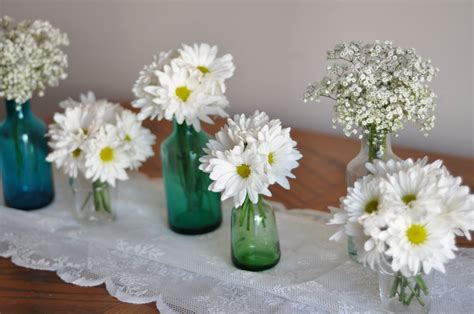 easy centerpieces beautiful bright simple centerpieces ideas