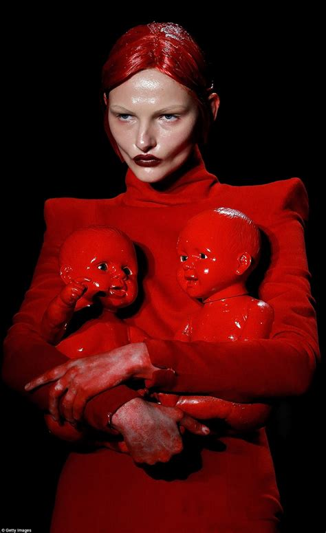 design doll models hu shegang s chinese fashion week show saw models