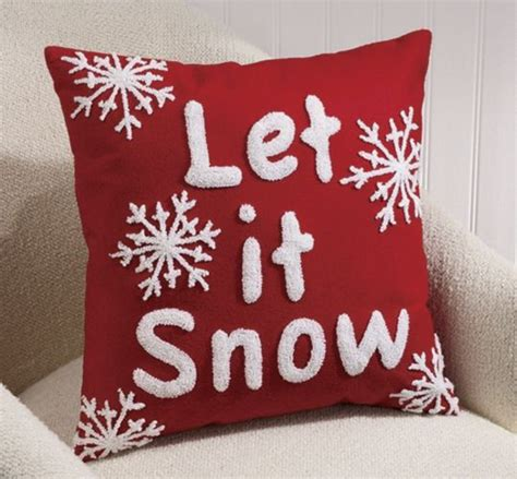 christmas cusions 655 best christmas pillows images on pinterest christmas