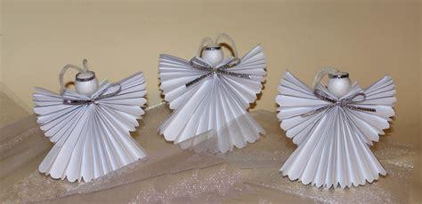 angelitos con periodoco como hacer un 193 ngel de papel youtube