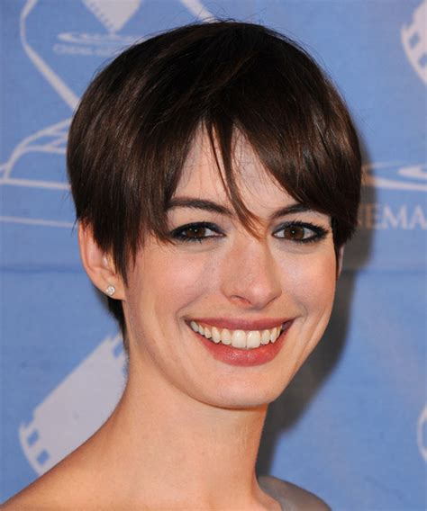 anne hathaway short hair 360 view anne hathaway short straight casual hairstyle with layered