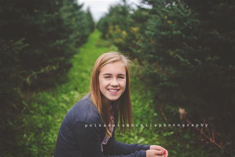 christmas tree farm near me appleron wi appleton wi family photographer tree farm appleton wi newborn photographer polka