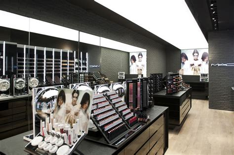Lipstik Shop mac cosmetics store by pinkeye li 232 ge 187 retail design