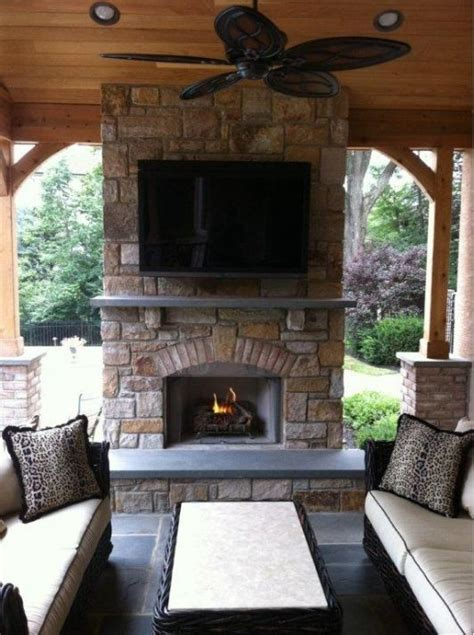 Outdoor Patio With Fireplace by Best 25 Outdoor Fireplaces Ideas On