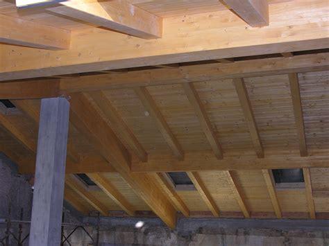 travi di legno per soffitti illuminazione per soffitti in legno galleria di immagini