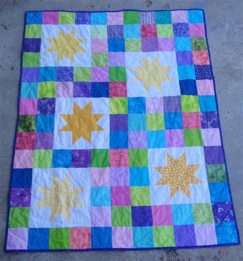 pattern quilts scrappy star quilt pattern favequilts com