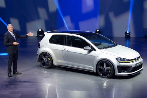 golf r volkswagen volkswagen golf r 400 rumors surface again carscoops